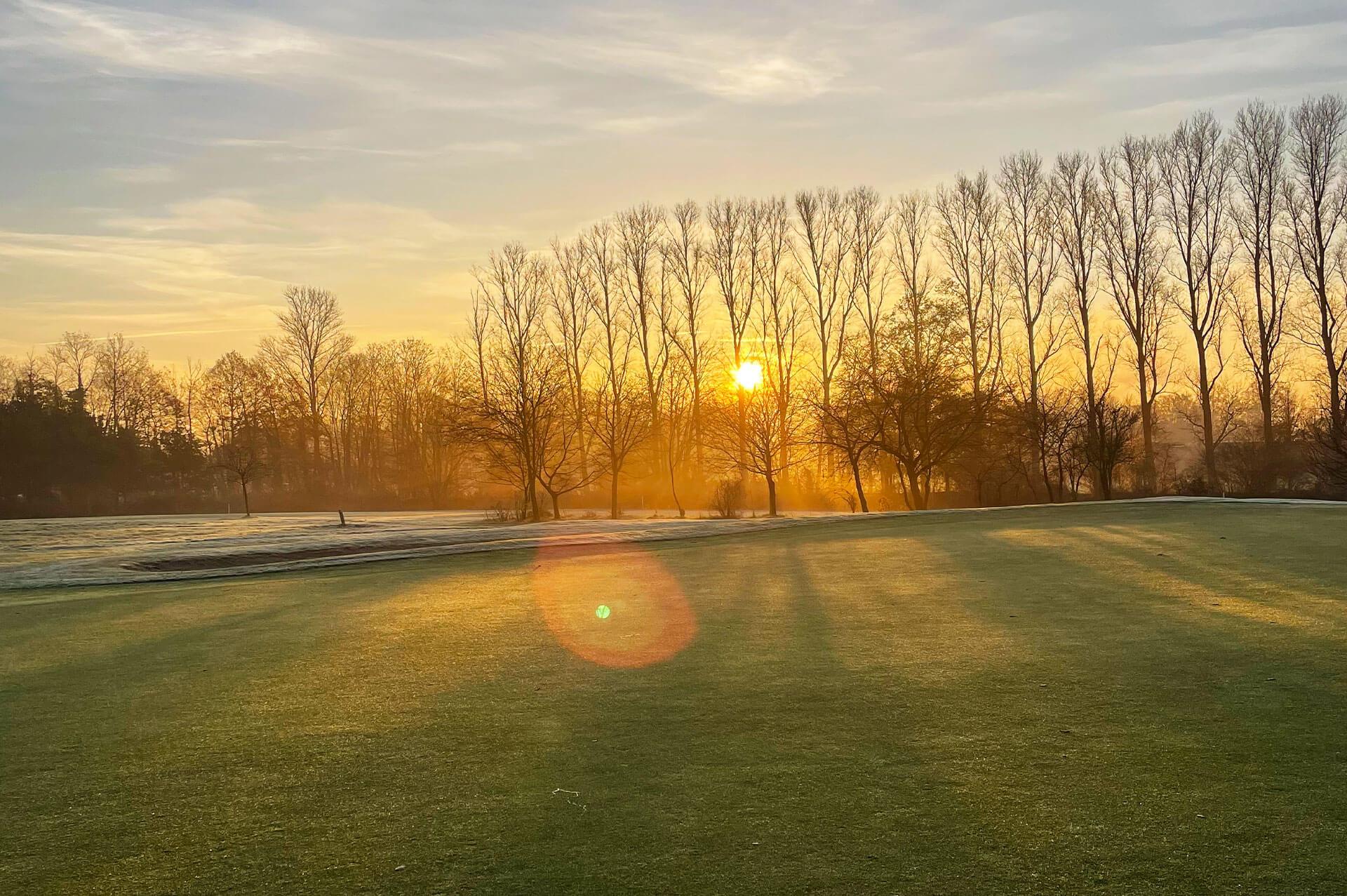 https://golfclub-peckeloh.de/wp-content/uploads/2021/02/Galeriebilder_1920_x_1277px-3.jpg